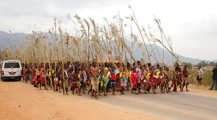Lokale bevolking tijdens het Umhlanga festival