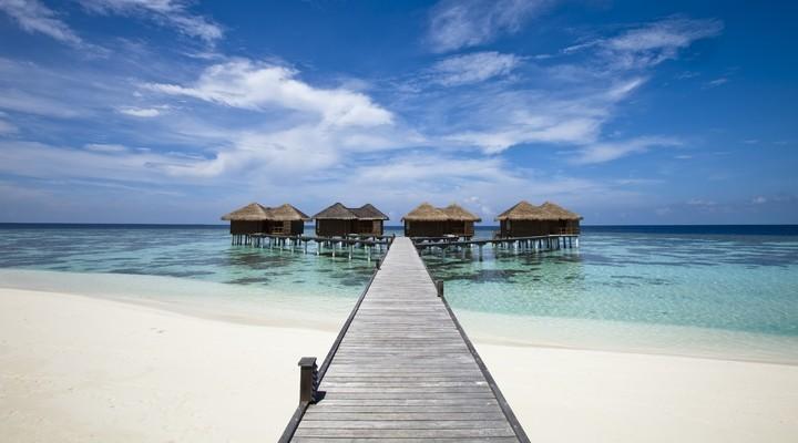 Verlaten strand en hutjes Fiji