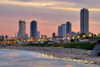 Wanneer de avond valt in Tel Aviv...