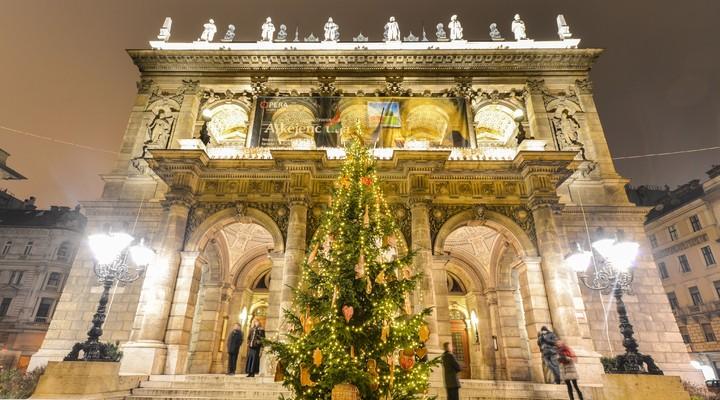 De Staatsopera in Boedapest in de kersttijd