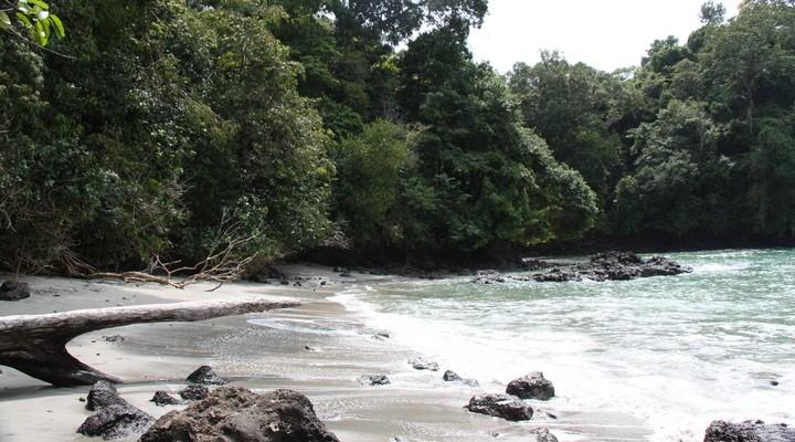 Een van de stranden in het nationale park