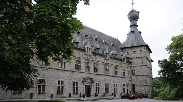 Zijaanzicht van Château de Chimay