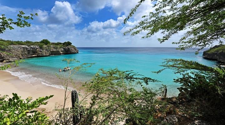 de prachtige baaitjes van het eiland Curacao