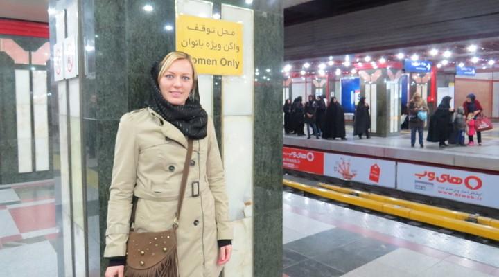 De metro is opgedeeld in een vrouwen en mannen gedeelte