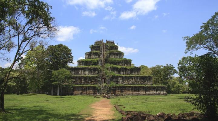 Oude Khmer piramide Koh Kher, Cambodja