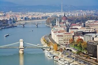 Bruggen over de Donau in hoofdstad Hongarije