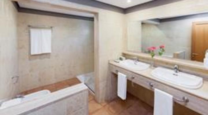 de badkamer van bungalow