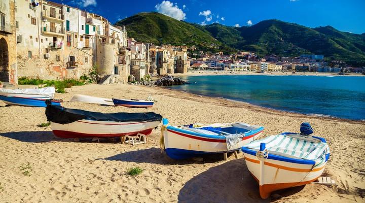 Het strand van Cefalù