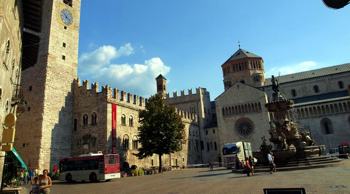 Plein in de stad Trento, Italië