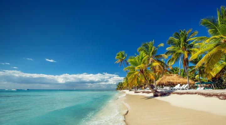 Tropisch strand in de Dominicaanse Republiek