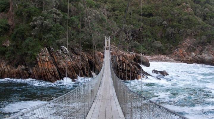 Een houten brug in het Tsitsikamma National Park