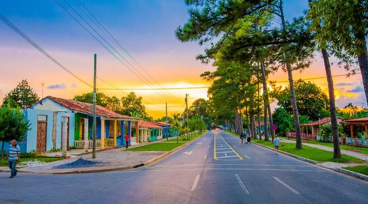 Het stadje Viñales met zijn vrolijke gekleurde huisjes