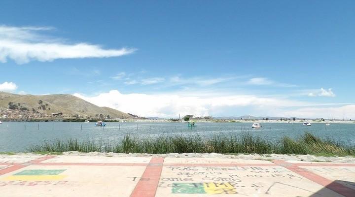 Uitzicht over Lago Titicaca vanuit Puno