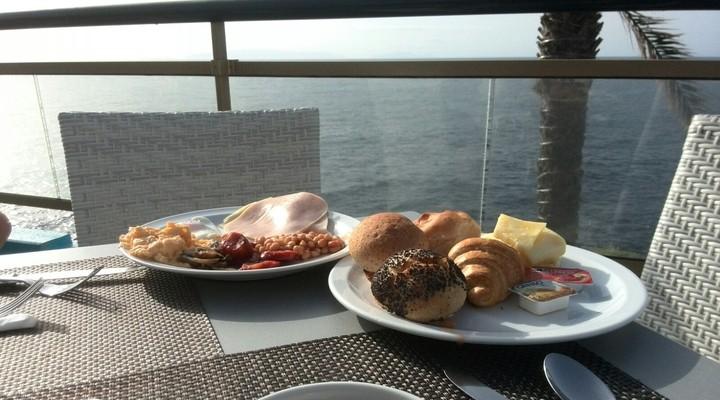 Een heerlijk ontbijt in hotel Rocamar in Caniço de Baixo