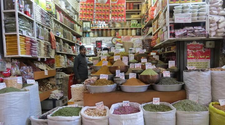 Heel veel specerijen op de bazaar