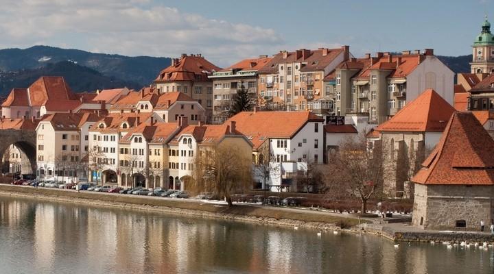 Huizen aan water in Maribor - Slovenië