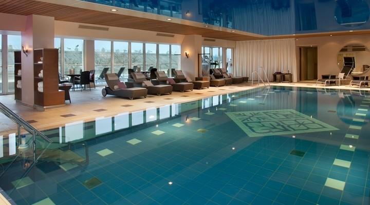 Hotel Vier Jahreszeiten Kempinski zwembad
