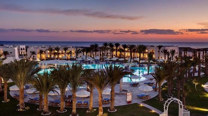 Het zwembad bij het Hilton Marsa Alam Nubian Resort