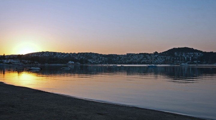 Zonsondergang Bitez, dorp in Turkije