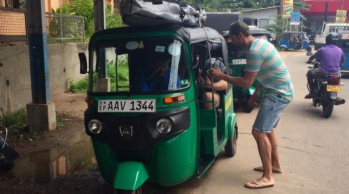 Vanaf het station gingen we met de tuktuk naar het dorp