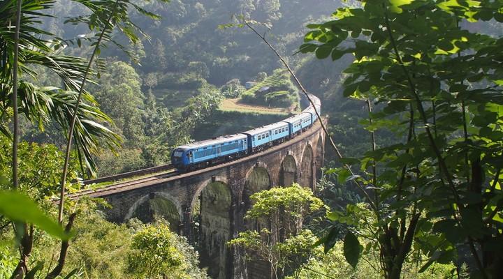 De trein op de Nine Arch Bridge