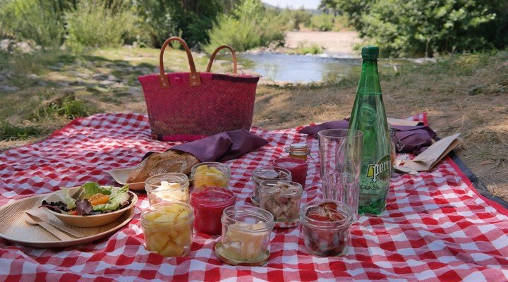 Picknicken aan de rivier in Roquebrun
