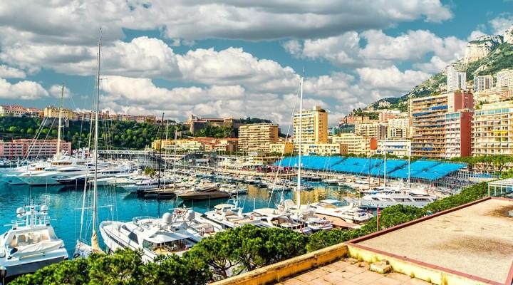 Monaco's haven met luxe dure jachten