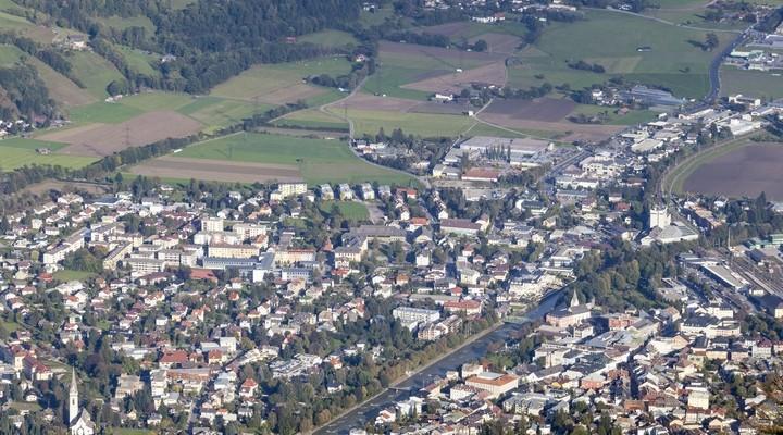 Uitzicht over Lienz, stad in Oostenrijk