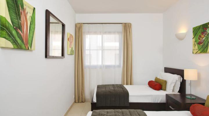 Slaapkamer met twin bed van Suite met twee slaapkamers