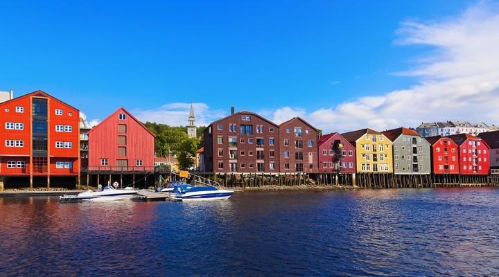 Gekleurde huizen in Trondheim, Noorwegen
