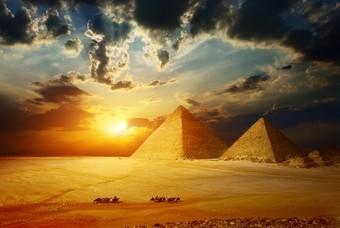Piramiden in het droge Egypte