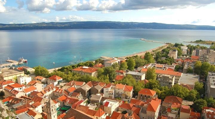 Het strand van Omis, Dalmatië