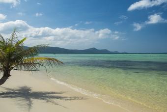 Het tropische strand van Phu Quoc in Vietnam