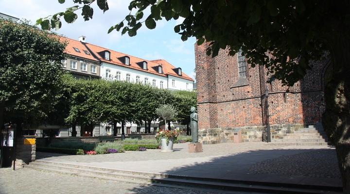 Het plein voor de kerk in Helsingborg