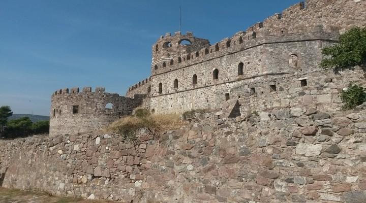 De oude ommuurde stad van Rhodos