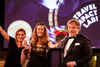 Riksja Travel wint 2 awards