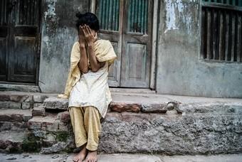 Meisje op straat in Puran Dhaka