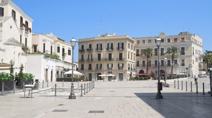 Ferrarese Square, Bari, Italië