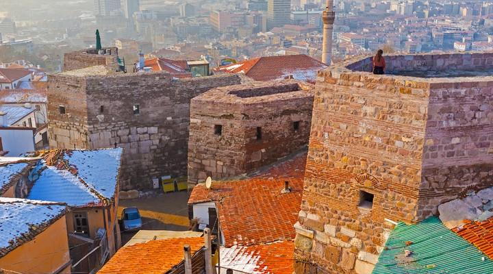 Besneeuwde oh Hisar Castle Hill, Ankara