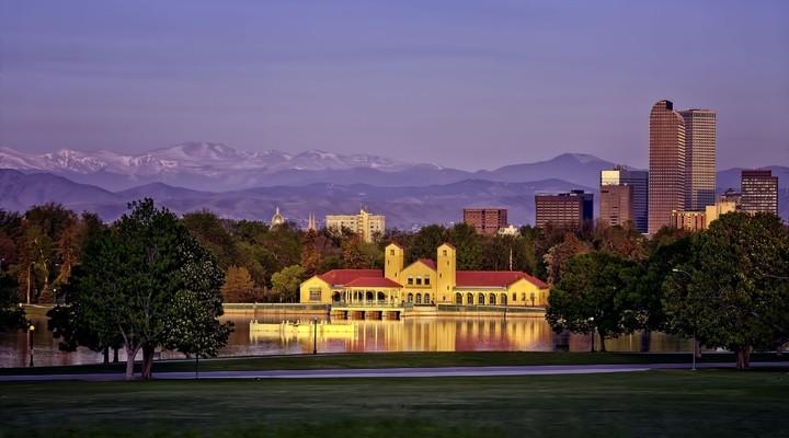 Skyline Denver met stadspark, Verenigde Staten
