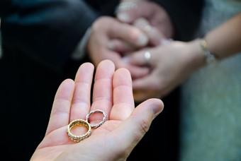 Ringen geven tijdens huwelijk
