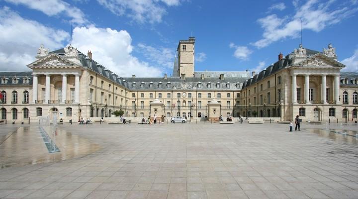 Paleis en Vrijheidsplein in Dijon