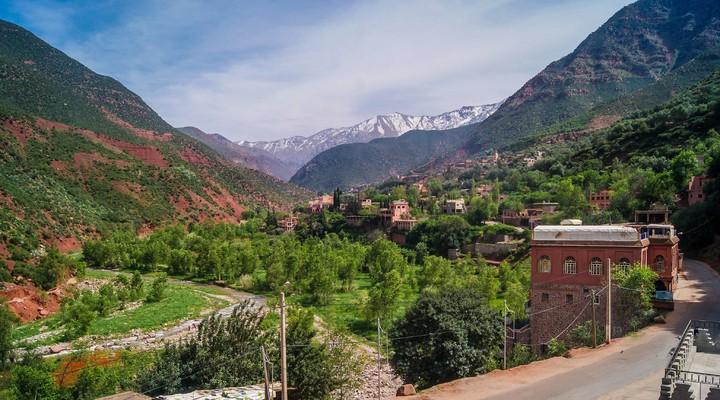 Uitzich vanuit berberdorpje in de Ourika vallei, Marokko