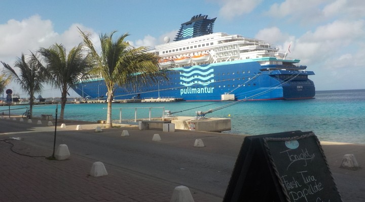 Cruiseschip op Bonaire