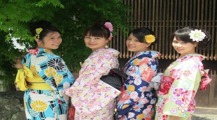 Geisha's (of toeristen) in Kyoto