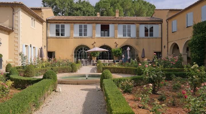De binnentuin van Domaine de Fos