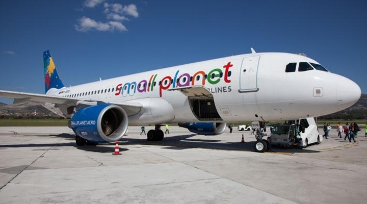 Vliegtuig Small Planet Airlines
