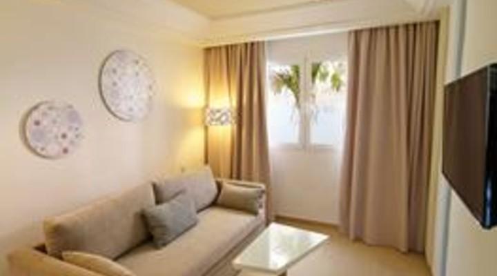 de woonkamer van 2-persoonskamer, Suite met privé zwembad, Adults o