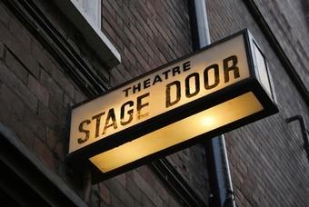 Theater Engeland stage door