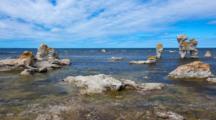 Rotsachtige kustlijn, eiland Faro in Gotland